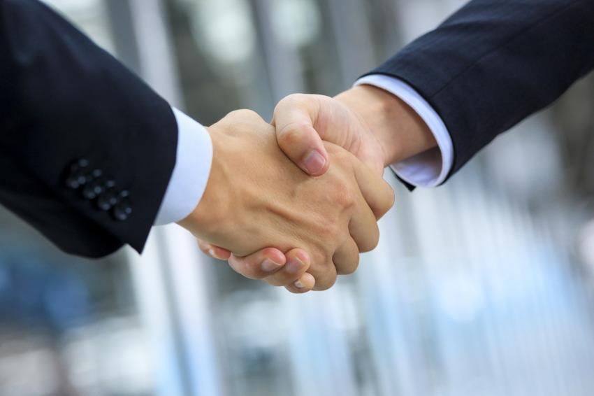 ビックニュース SAMURAI証券の親会社がmaneoを買収!!両者の思惑一致?